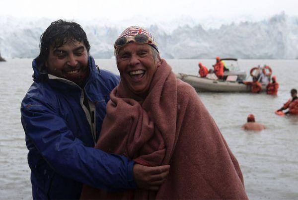 Margot Anderson poté, co vylezla z ledovcového jezera.