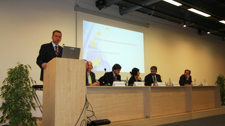 Tisková konference k Dohodě o volném obchodu mezi Evropskou unií a USA na MSV 2014 v Brně