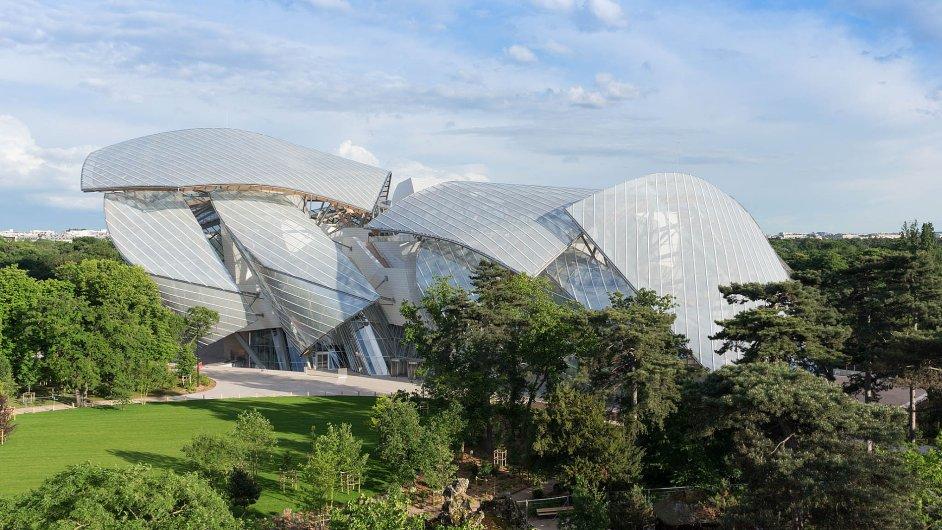 Pařížská samospráva dokázala dát prostor odvážné autorské architektuře. Budova je soukromá, v roce 2062 přejde do vlastnictví města.