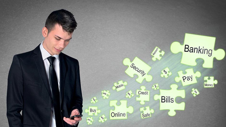 Jednou z charakteristik banky budoucnosti má být zesílená přítomnost v mobilech. (Ilustrační foto)