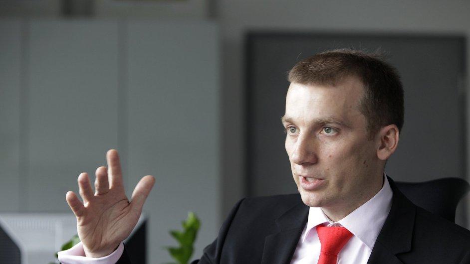 Pavel Cyrani původně vedl divizi strategie ČEZ. Po odchodu Alana Svobody podle něja spadla i divize obchodu. Nyní vymýšlí vnitřní transformaci firmy a patří pod něj i firma ČEZ Prodej.