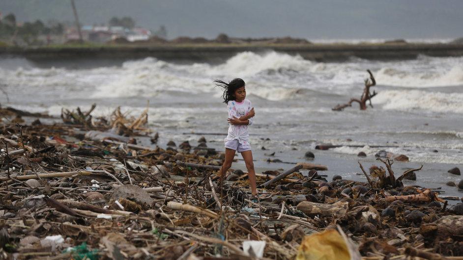 Východní pobřeží Filipín zasáhl tajfun Hagupit.