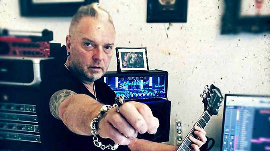 John Fryer produkoval i soundtracky k filmům Sedm, Mortal Kombat nebo Johnny Mnemonic.