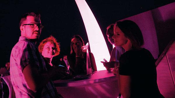 Kromě nabitého programu pro marketéry i lidi z komunikace chtějí letos pořadatelé festivalu PIAF velkou pozornost věnovat i závěrečné party na střeše Veletržního paláce