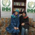 Dv� �e�ky unesen� v roce 2013 v P�kist�nu na sn�mku zve�ejn�n�m tureckou humanit�rn� organizac� IHH.