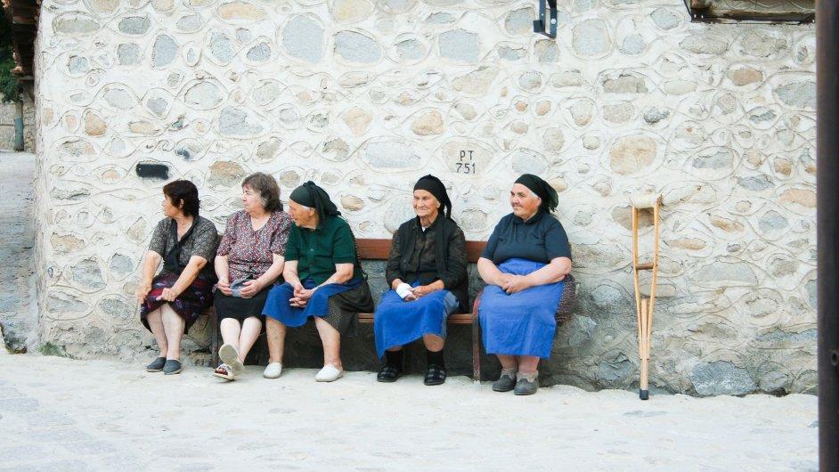 Důchodkyně v bulharské vesnici (Ilustrační foto.)