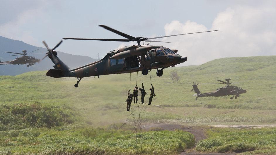 Sikorsky vyrábí vrtulníky Black Hawk, které využívá americká armáda.