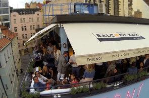 Praha má svou restauraci na střeše. Balcony Bar se inspiruje v New Yorku