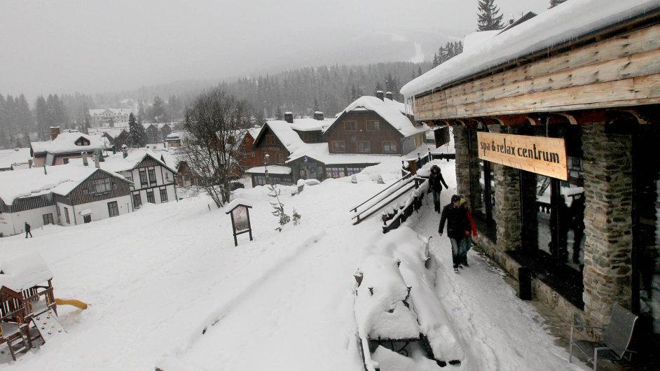 Návštěvnost mají české horské areály obecně solidní a luxusnější lanovky jsou pro lyžaře lákavé. Není pravděpodobné, že by jich kvůli vyšší ceně skipasů přijelo výrazně méně.
