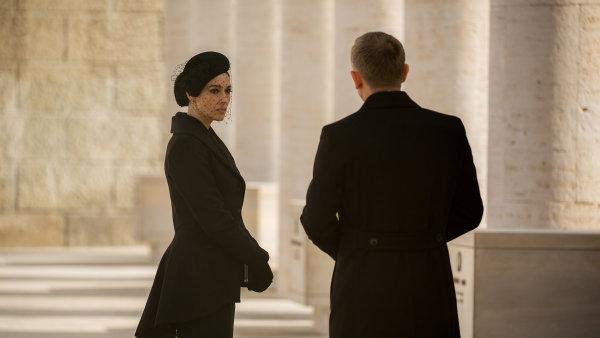 Nová bondovka Spectre se od středeční noci hraje také v českých kinech.