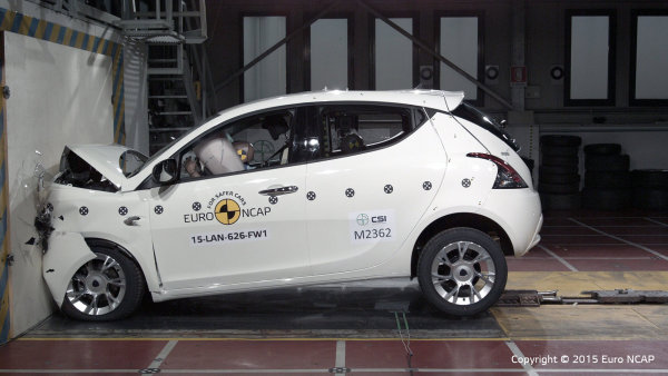Lancia Ypsilon při čelním nárazu.