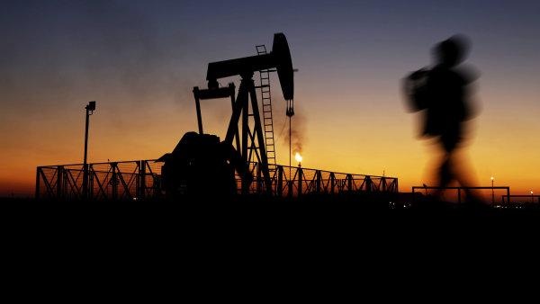 Zisk ��nsk� firmy PetroChina loni prudce klesl kv�li levn� rop� - Ilustra�n� foto.