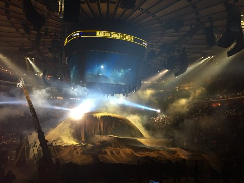 Sn�mek z p�edstaven� nov�ho alba Kanye Westa v Madison Square Garden.