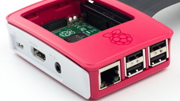 Raspberry Pi v ofici�ln�m krytu