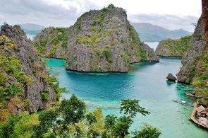 Slunce, palmy, písek a nekonečně odstínů modré. Které pláže stojí za to navštívit?