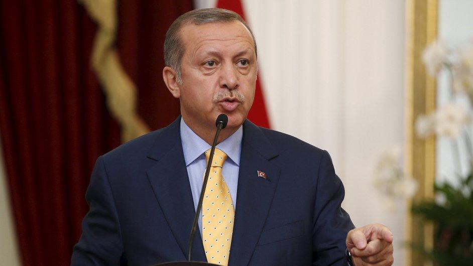Turecký prezident Recep Tayyip Erdogan vyhlásil v zemi předčasné parlamentní volby.