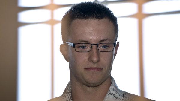 Předchozí rozsudky poslaly třiadvacetiletého Lukáše Nečesaného za brutální napadení kadeřnice v Hořicích na 13 let do vězení.