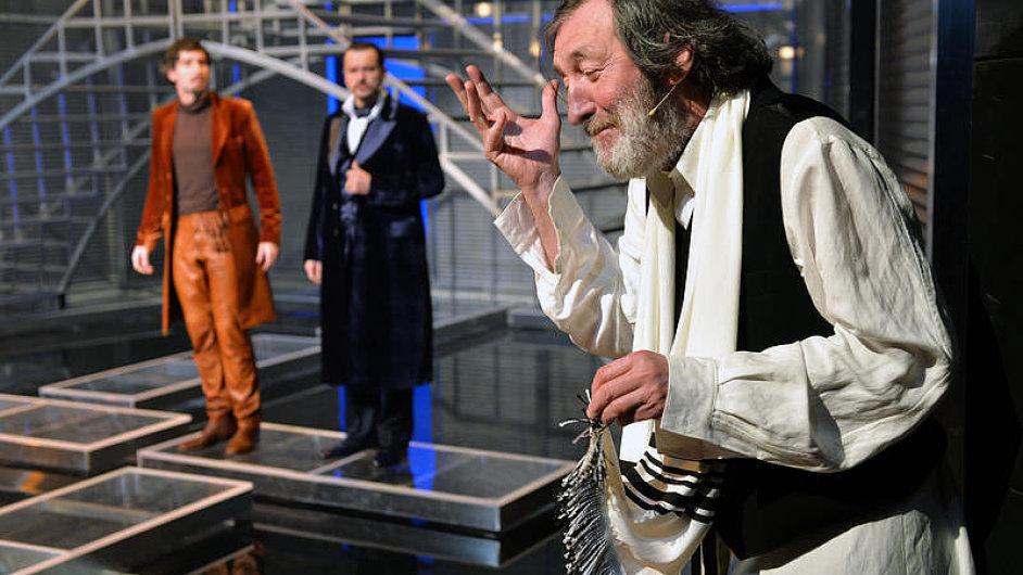 Boleslav Polívka coby Šajlok hostuje v inscenaci Benátského kupce v Městském divadle Brno.