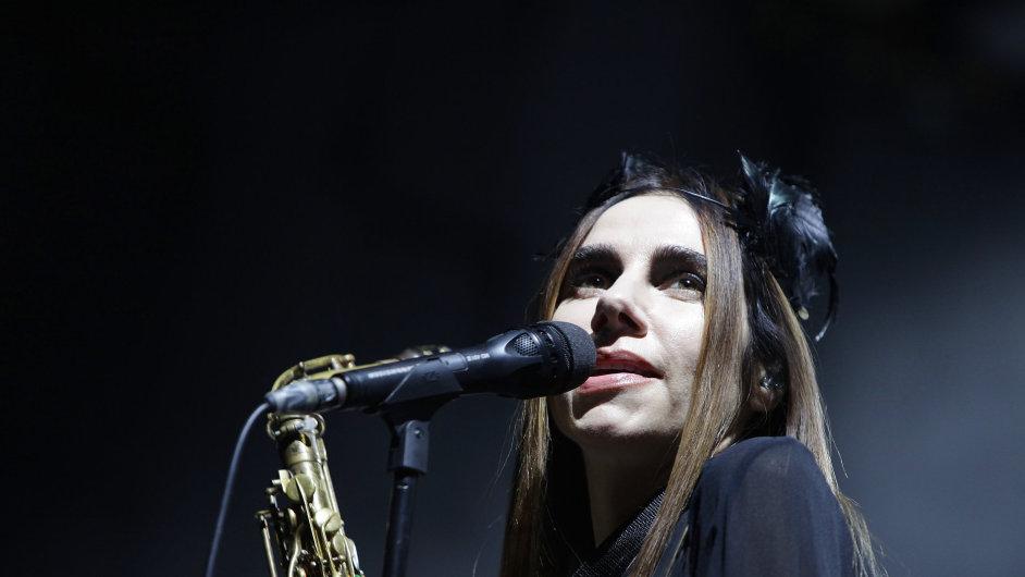 Snímek ze čtvrtečního koncertu PJ Harvey v pražském Foru Karlín.