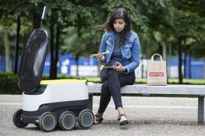 Firma Just Eat zkouší v Londýně rozvážet jídlo robotem. Trh si ji cení na miliardy liber