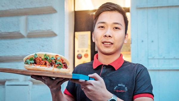 Majitel bistra Mr. Bánh mi Tuan Vu Nguyen