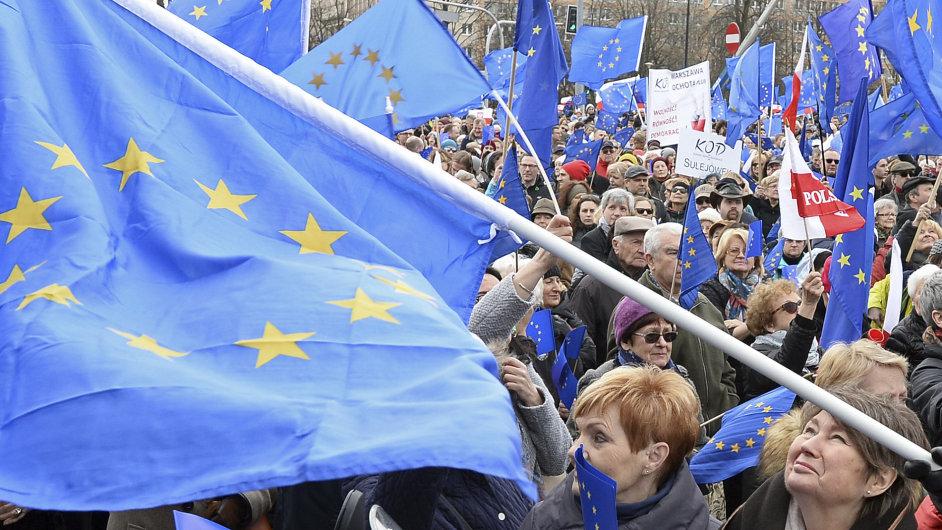 Průvod na podporu Evropské unie ve Varšavě.