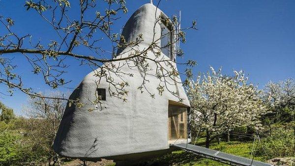 Podívejte se do domu na muří nožce. Atypický dům stojí v Praze