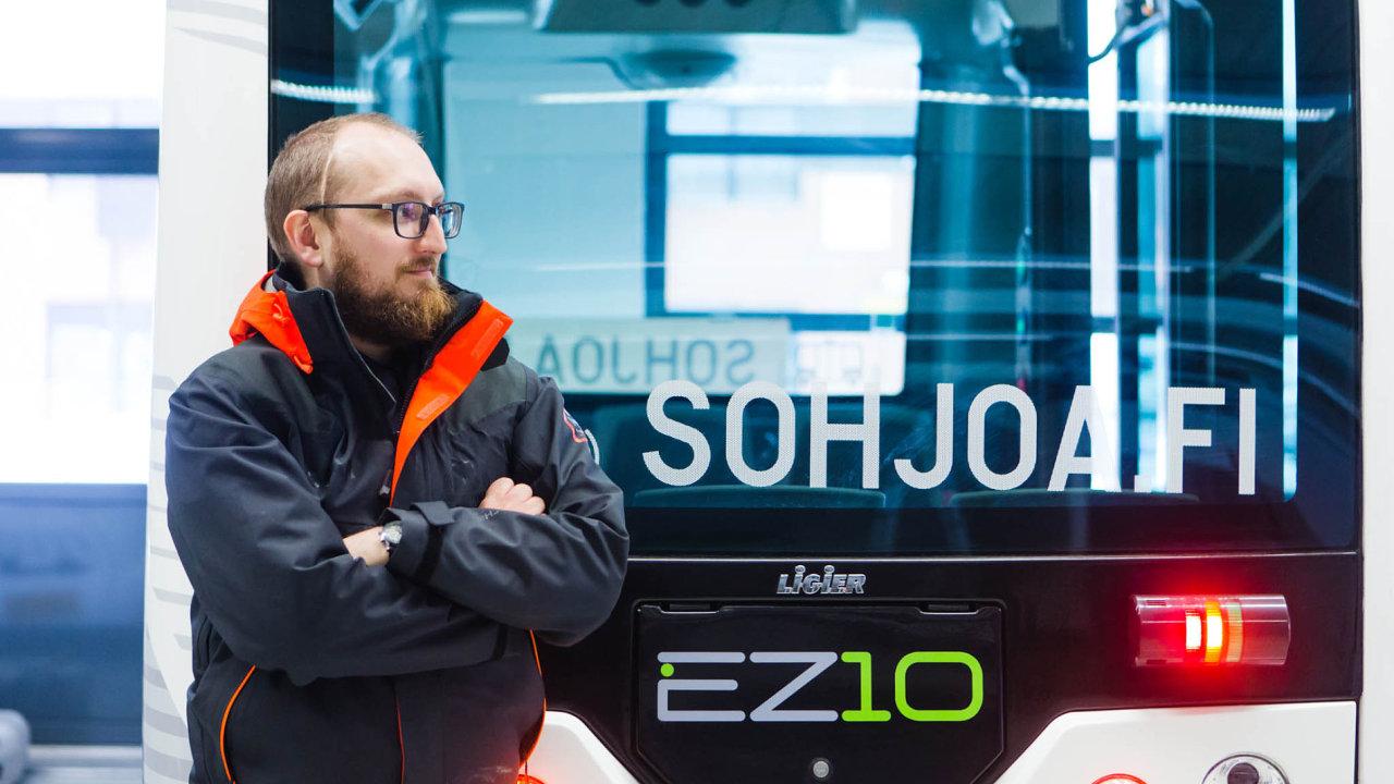 Elektrické minibusy bez řidiče se musí důkladně vyzkoušet, než se pustí doběžného městského provozu, říká manažer projektu Oscar Nissin.