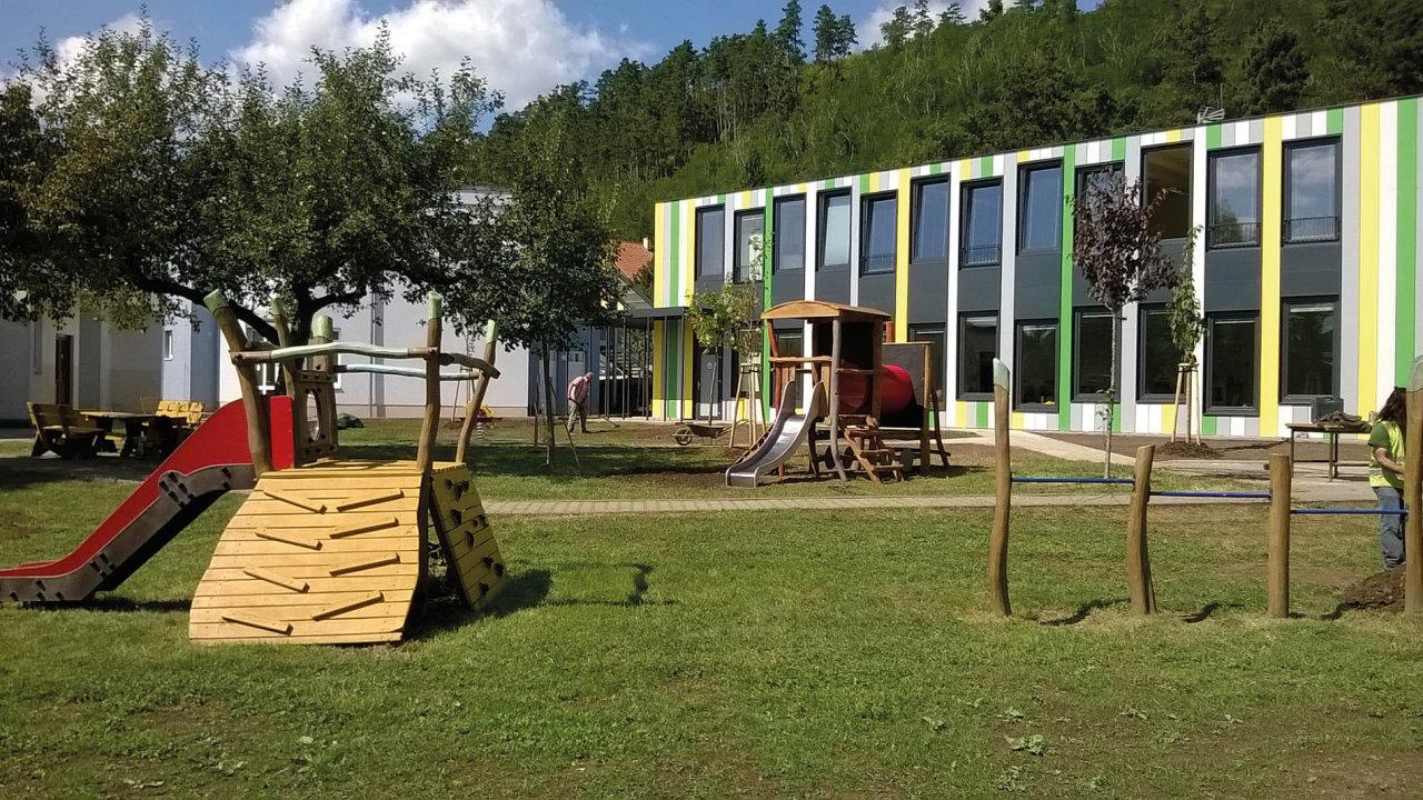 Mateřská škola Pod Hájem v Králově Dvoře (Touax)