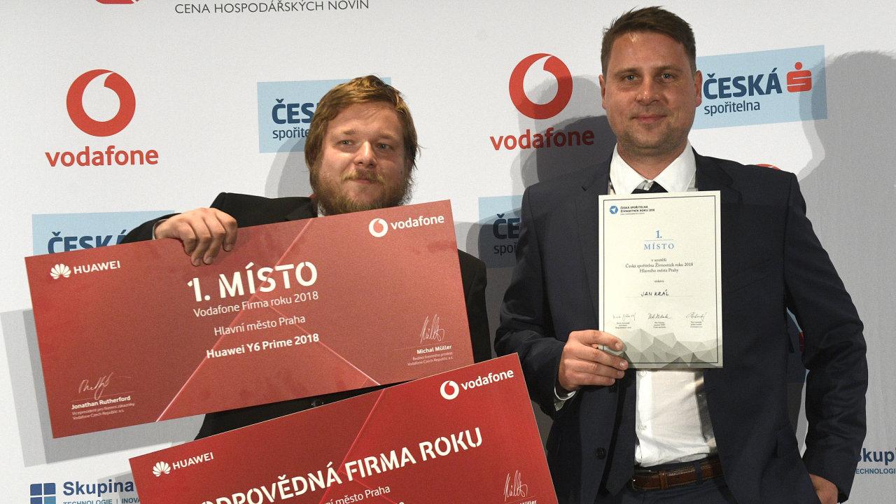 Spoluzakladatel firmy Workswell Jan Sova (vlevo) převzal 18. října 2018 ocenění Firma roku 2018 v Praze a odpovědná firma roku. Živnostníkem roku 2018 v Praze se stal Jan Král (vpravo).