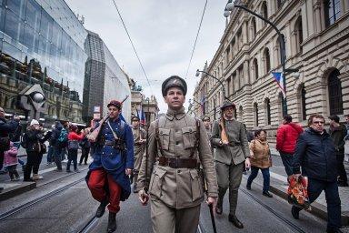 Sokolského průvodu pro republiku se v centru Prahy zúčastnily stovky lidí. Nechyběly ani historické kostýmy