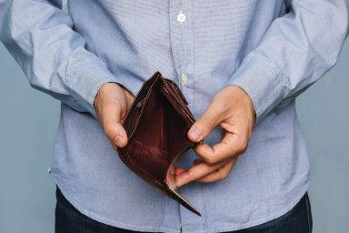 Spolu s klesajícím počtem lidí, kteří nejsou schopni splácet své dluhy, se snižuje takzvaný ohrožený dluh.