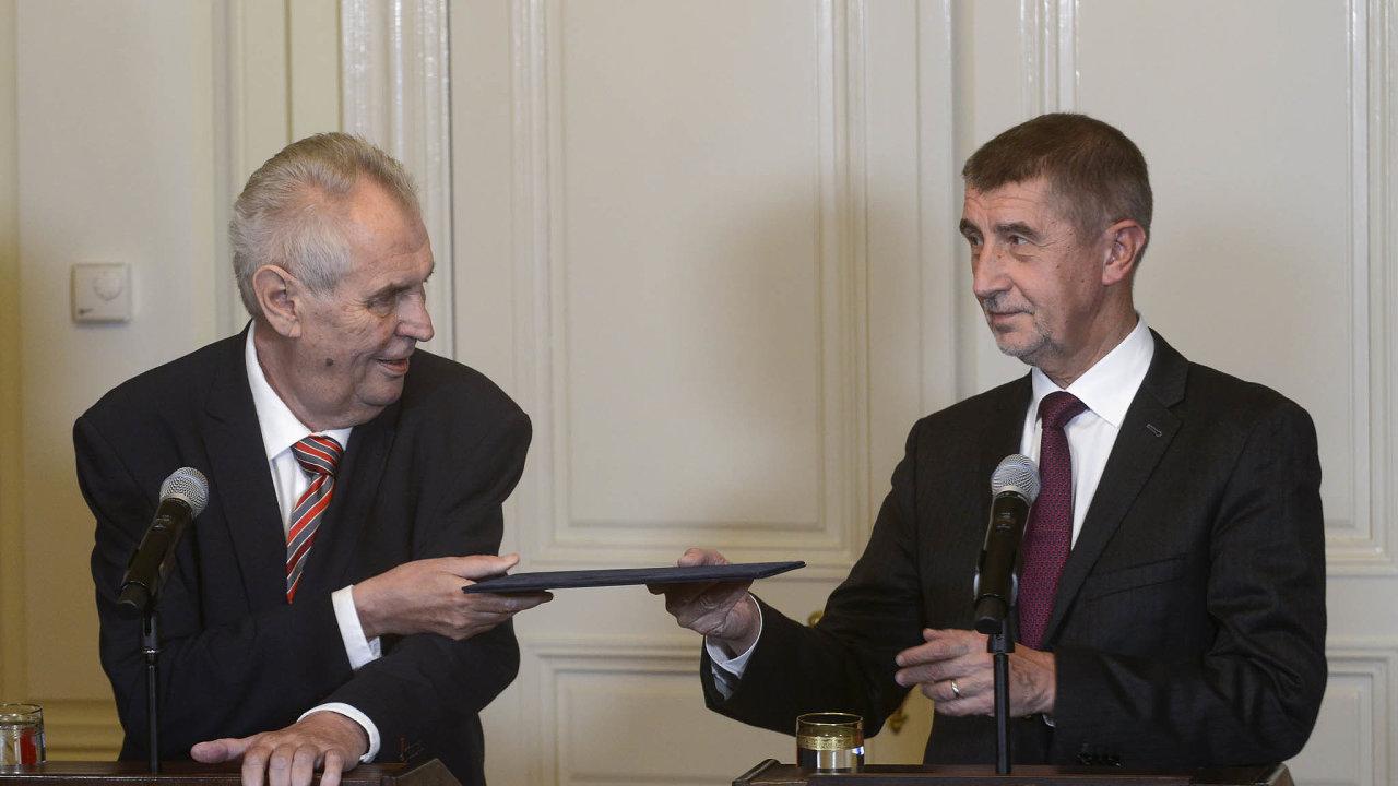 Podpora premiérovi: Miloš Zeman prohlašuje, že Andrej Babiš může včele vlády pokračovat ibez ČSSD.