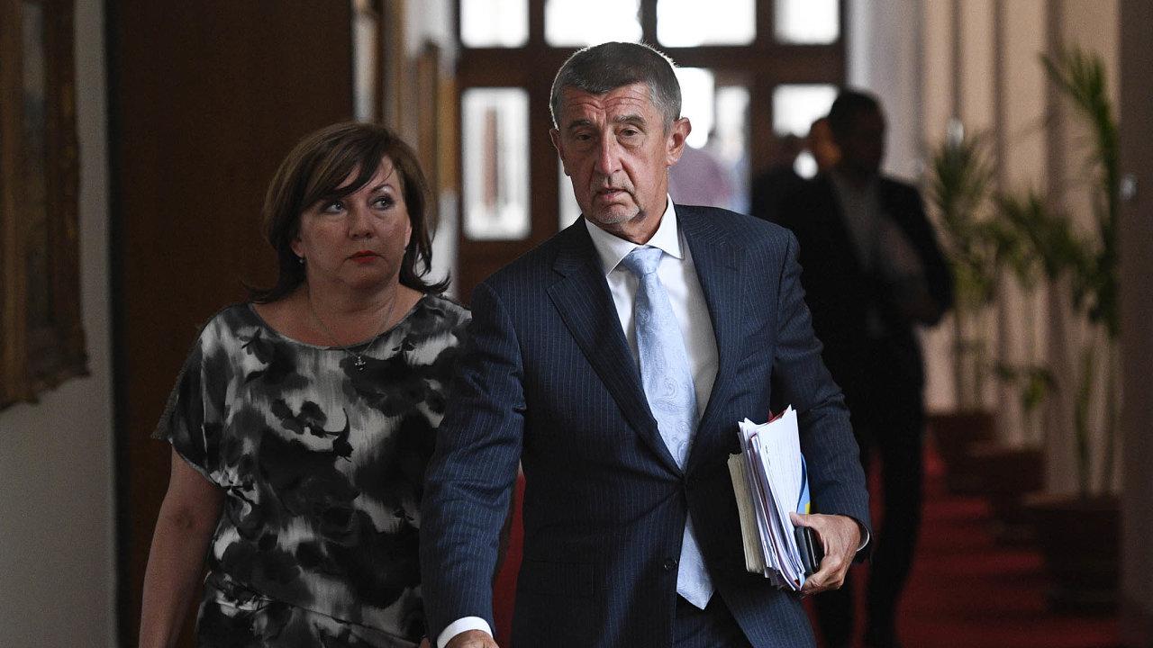 Dohled nadpenězi: Ministryně Schillerová apremiér Babiš se chystají stáhnout peníze odostatních ministerstev.