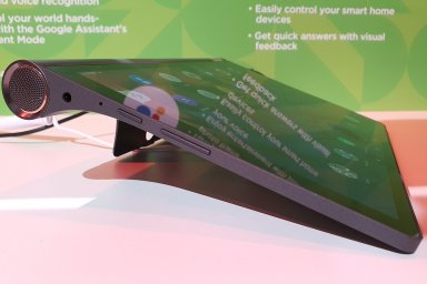 Lenovo se vrátilo k tabletům, které mají skutečně praktickou výbavu, jako první tablet z rodiny Yoga.