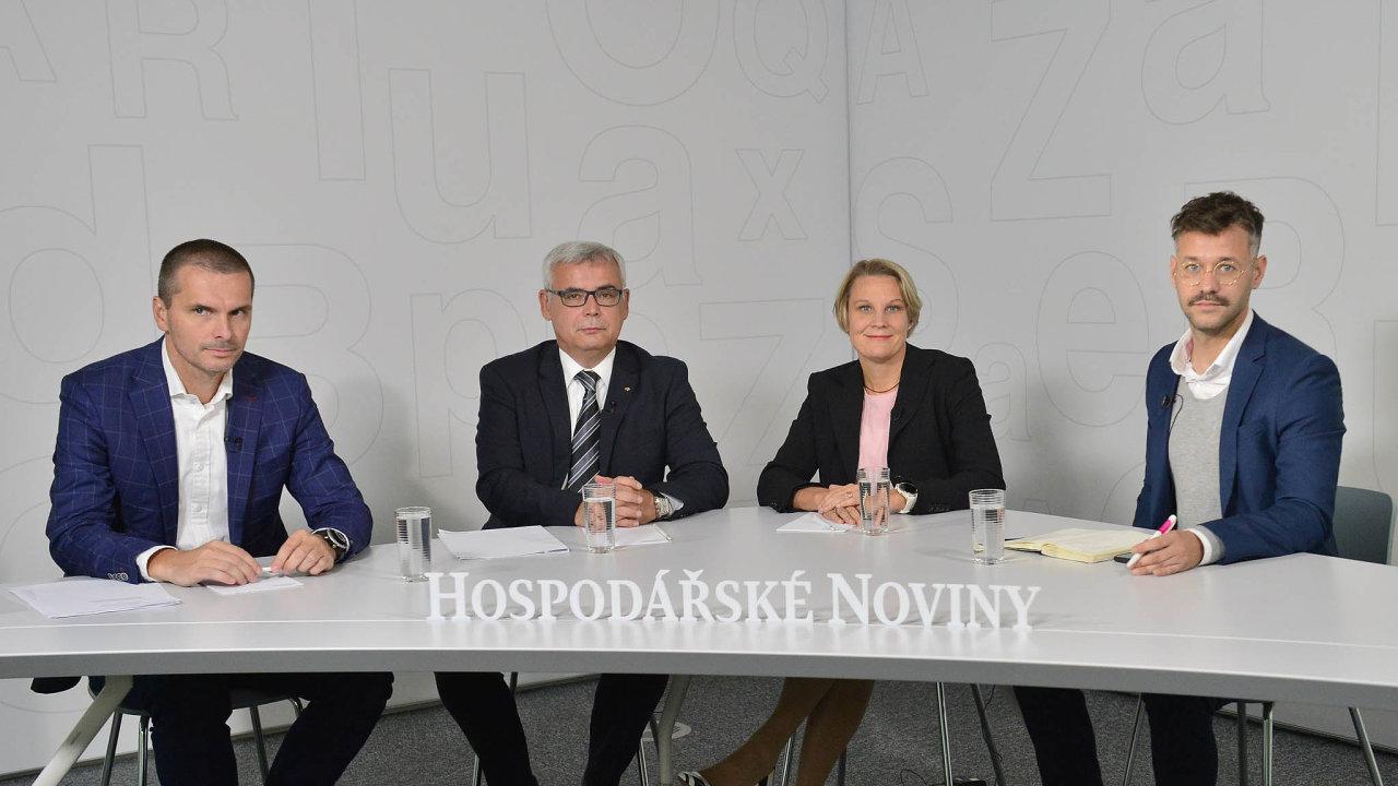 Debaty se zúčastnili (zleva) Zdeněk Kaplan, Martin Saitz, Tanja Vainiová amoderátor diskuse azástupce šéfredaktora HN Nikita Poljakov.