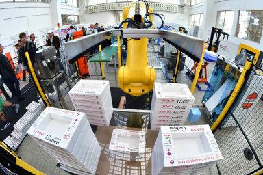 Odroku 2010 se balicí linka Packaging Live představila již na14 veletrzích MSV aEmbax. Vloňském ročníku MSV se roboticky třídily čokoládky vbarvách trikolory a ukládaly hračky dokrabic.