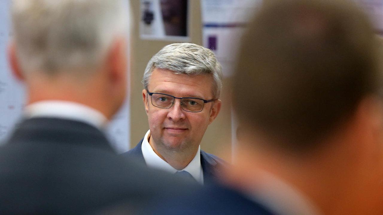 Neprojdou: Podle ministra průmyslu Karla Havlíčka nemají sociální demokraté šanci bankovní daň prosadit.