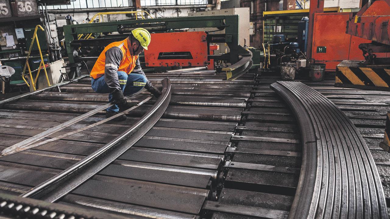 Výrobu huť dočasně snížila o 20 procent. Neodstavila zařízení, ale zpomalila tempo výroby. Při snížení výroby také bude intenzivně opravovat válcovací trati.