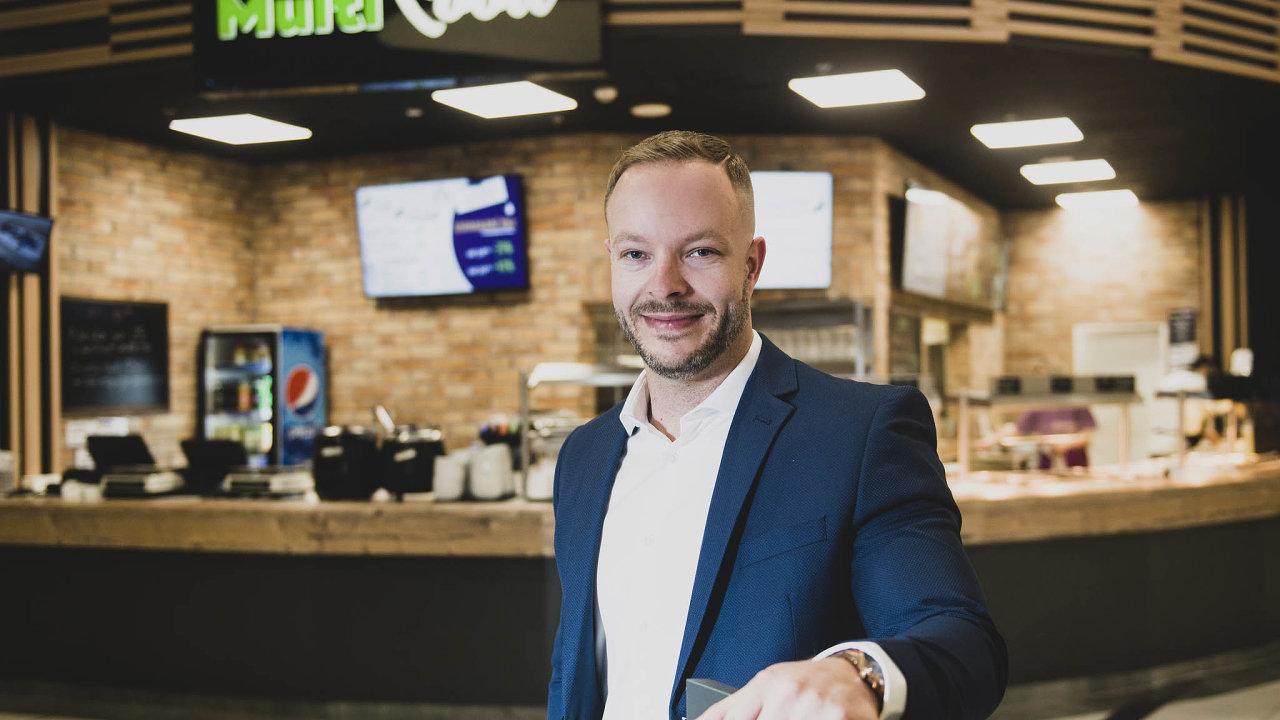 Jan Wozniak (35) se stal obchodním a marketingovým manažerem skupiny Dang Investment Group, kde bude zodpovědný za expanzi nově vznikající sítě restaurací s rychlým občerstvením Multifood.