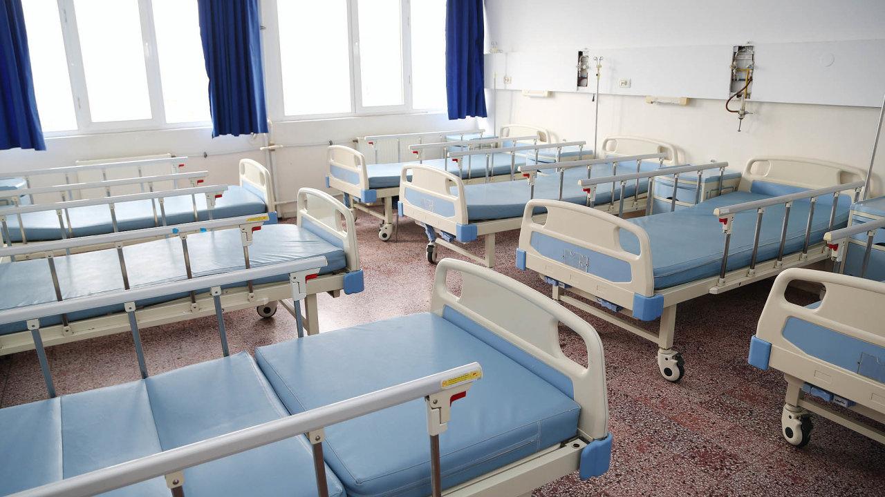 Pro pacienty skoronavirem budou připraveny vedle Nemocnice NaHomolce lůžka také vmotolské nemocnici. Lůžka pro pacienty skoronavirem by mohla být inaMoravě rozdělena mezi dvě nemocnice.