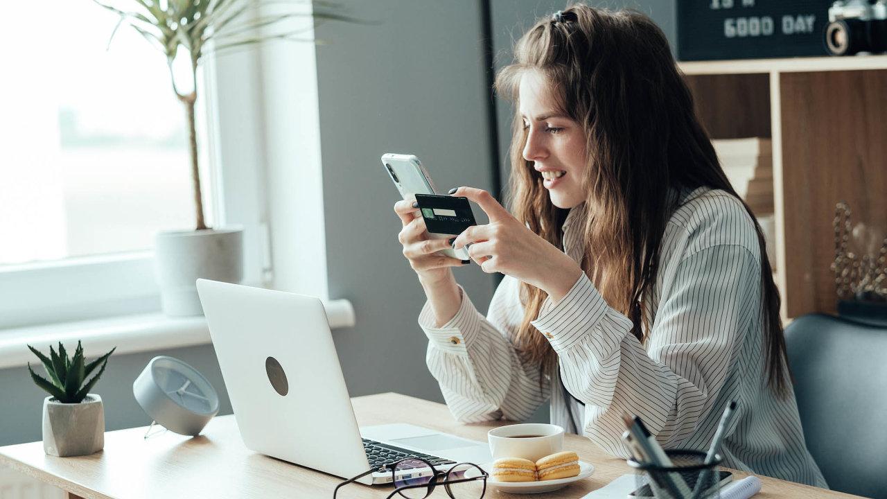 Tržiště mají čínská Alibaba, Walmart či Google. České e-shopy si chtějí zezajímavého trhu urvat kus pro sebe. Mají relativně dobrou šanci naúspěch, e-shopů je vČesku přes 46 tisíc.
