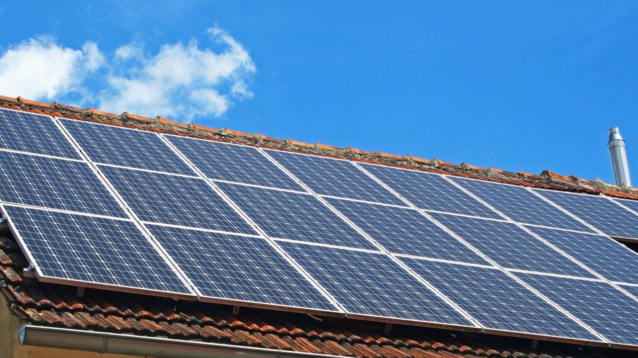 Komora obnovitelných zdrojů energie dlouho lobbuje za více peněz pro vodní či větrné elektrárny ahlavně co největší podporu malých střešních solárních elektráren pro domácnosti afirmy.