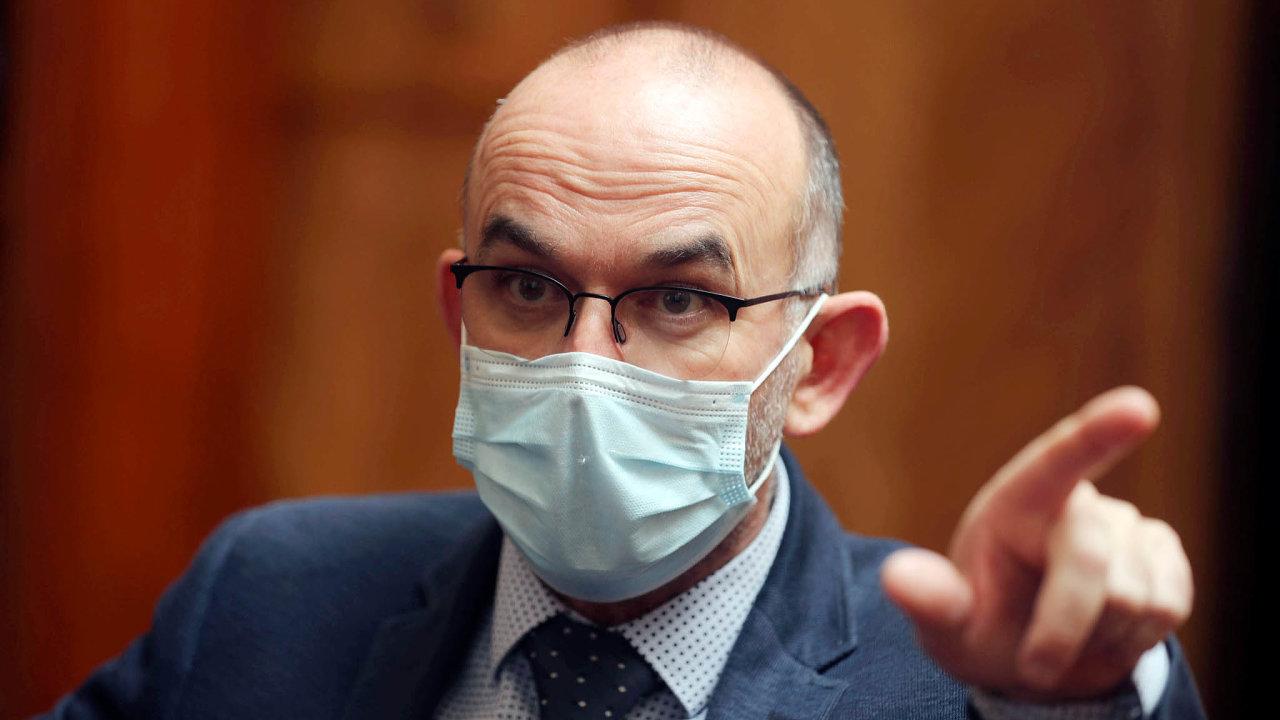 Mlč aposlouchej. Ministr zdravotnictví Jan Blatný sliboval lepší komunikaci sobčany. Vpraxi svůj slib dosud nenaplnil.