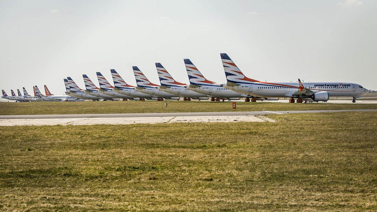 Stojící boeingy. Napražském letišti měly Smartwings odbřezna 2019 uzemněny stroje Boeing 737 Max. To se může brzy změnit.