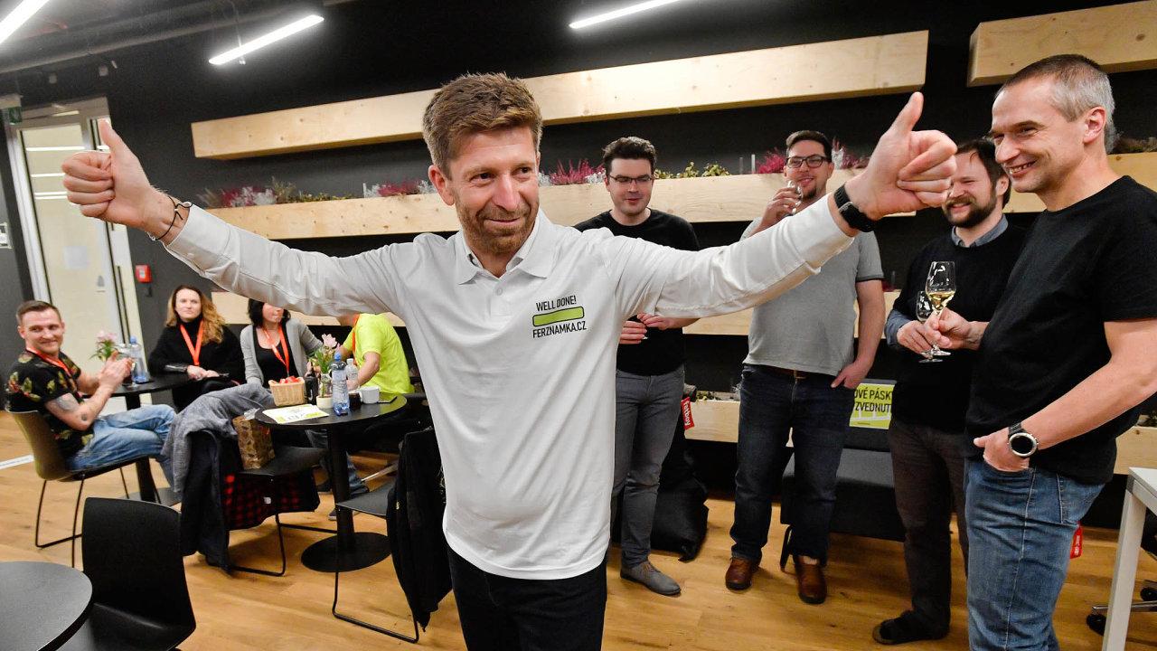 Hackathon: Vytvořením systému pro elektronické známky se loni zabýval hackathon, který svolal podnikatel Tomáš Vondráček.