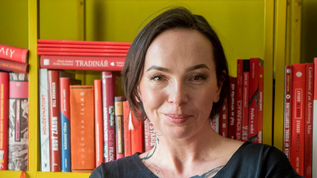 """""""Svou knihovnu jsem z většiny naplnila odbornou literaturou,"""" říkámarketingová poradkyně Michelle Losekootová."""