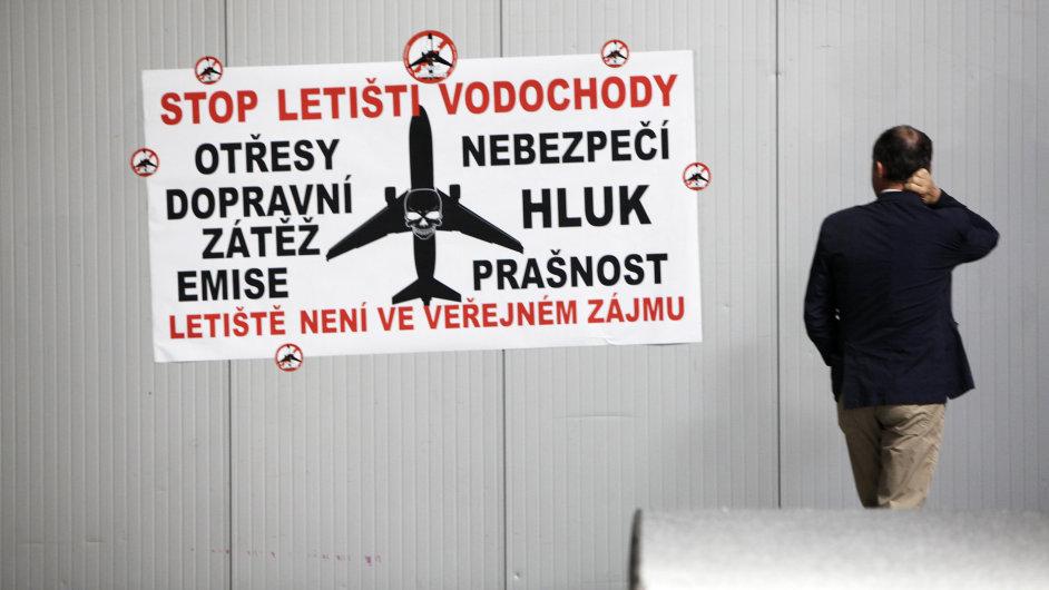 Veřejné slyšení, výstavba letiště Vodochody, Penta