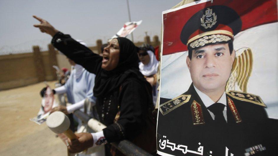 Příznivci egyptského ministra obrany Abdala Fataha Sisiho