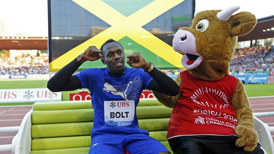 Usain Bolt s maskotem Diamantové ligy v Curychu